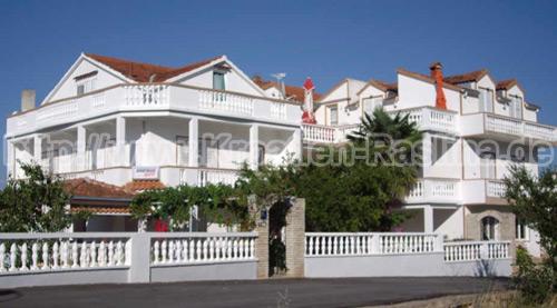 Kroatien Raslina weiße Häuser